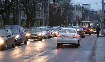 Eismo sąlygos: pietryčių Lietuvą kausto plikledis