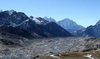Nepale gelbėtojai išgelbėjo dar 34 žygeivius ir rado 12 lavonų