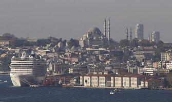 Stambule bus nugriauti dangoraižiai, užstojantys vaizdą į didžiausią miesto mečetę