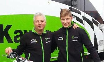 """Motociklininkas Arminas Jasikonis pasirašė sutartį su Vokietijos """"Kawasaki Pfeil"""" komanda"""