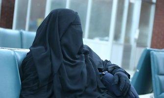 IS džihadistės mokomos džiaugtis dėl vyrų žūties ir išsižadėti savo šeimų