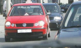 Nuo kitų metų vairuotojai per egzaminą keliaus tiesiai į gatves