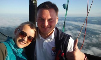 Giedrius Leškevičius pakvietė sporto žinių vedėją Astą Žukaitę į oro baliono komandą