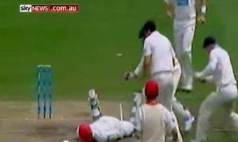 Tragedija aikštėje: po smūgio kriketo žaidėjas atsidūrė komoje
