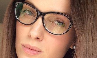 Asta Valentaitė nosį pabalnojo naujais akiniais