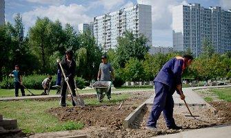 Silpnas rublis iš Rusijos veja užsieniečius darbininkus
