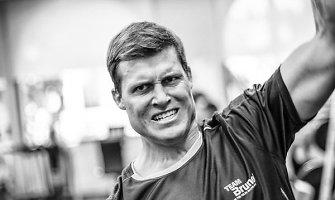 Regatoje aplink pasaulį lenktyniaujantis buriuotojas Rokas Milevičius filme virto alkanu vilku