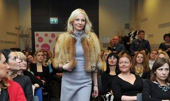 Po skyrybų Violeta Malevska-Štenger sužibėjo kaip modelis kailinių pristatyme