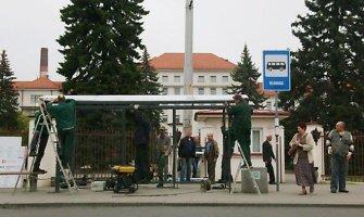 """""""Kauno autobusai"""" keleiviams stotelėse sumontavo 20 stoginių"""