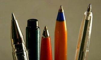 Inspektoriai pričiupo nuostolingą įmonę, pusę milijono išleidusią rašikliams ir laikrodžiui