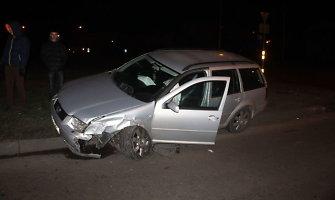Panevėžyje po avarijos į vieną iš automobilių atsitrenkė neatidi vairuotoja