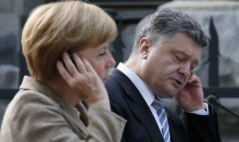 Po pokalbio su A.Merkel P.Porošenka tikisi sėkmės derybose su V.Putinu
