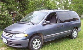 """Jonavos rajone žuvo į medį atsitrenkusio """"Chrysler Grand Voyager"""" vairuotojas"""