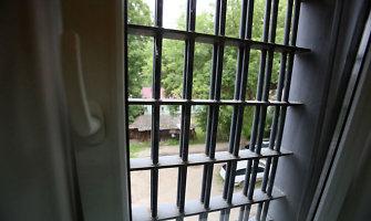Seimo kontrolierius: areštinėse laikomi asmenys turi teisę gamtinius reikalus atlikti privačiai