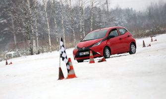 Šalia Kauno – pirmoji šalyje aikštelė, kur mokoma valdyti automobilį slidžiame kelyje