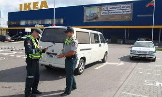 """Policijos išvada apie aikštelėje prie """"Ikea"""" mikroautobuso pervažiuotą mergaitę: kalta motina"""