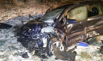 Milašaičių kaime vidurnaktį per avariją žuvo trys žmonės, o du buvo sužeisti