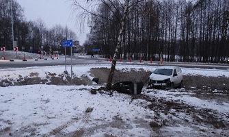 """""""Dacia"""" avarija kelyje Alytus–Seirijai–Lazdijai: ligoninėje ir vairuotojas, ir keleivis"""