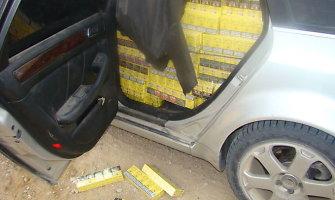 Net šūviai neišgąsdino stambią kontrabandą vežusio lenko