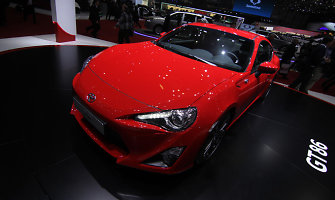 """""""Toyota"""" gali sukurti kompaktišką sedaną ant GT86 platformos"""
