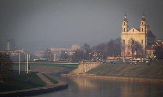 Vilnius ketvirtadienį paskendo dvokiančiame rūke, ugniagesiai rekomenduoja lauke ilgai nebūti