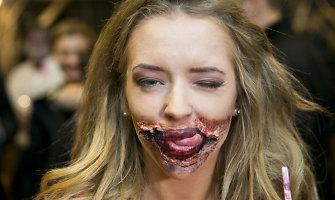 """""""Pasiutusių šunų"""" premjeroje Monika Šalčiūtė aplinkinius gąsdino zombišku grimu"""