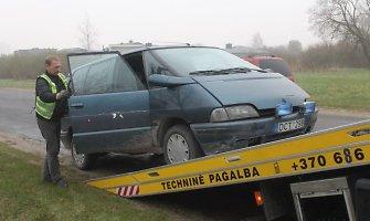 Neblaivus vairuotojas Panevėžyje apdaužė kelio ženklus ir nesėkmingai spruko