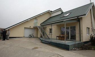 Ketinę parduoti savo namą Garliavoje Kedžiai sulaukė turto arešto