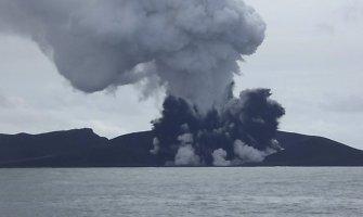 Išsiveręs ugnikalnis Ramiajame vandenyne sukūrė naują, beveik 2 km ilgio salą