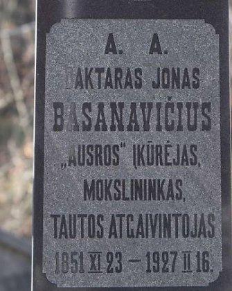 Dalios Grybauskaitės vainikais bus pagerbti iškilių Lietuvos asmenybių kapai