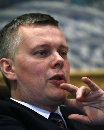 Lenkijos gynybos ministras T.Siemoniakas sako, kad jo šalis gali tiekti ginklų Ukrainai