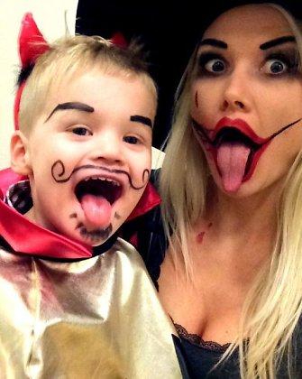 Helovino naktį Natalija Bunkė su sūnumi Kristupu virto ragana ir velniuku