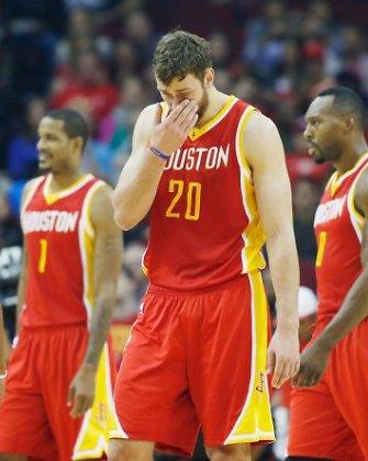 """Donatui Motiejūnui kliuvo nuo varžovų, o """"Rockets"""" nusileido """"Pelicans"""""""