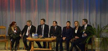 Premjeras Algirdas Butkevičius vargsta reklamuodamas partijos kandidatus, bet tai tik sutapimai