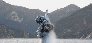 Šiaurės Korėjos vargai: raketa vėl nukrito, praėjus kelioms sekundėms po starto