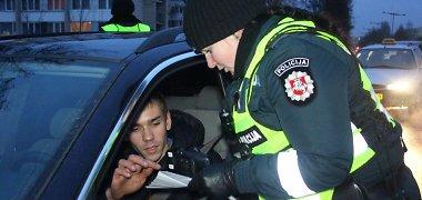 Panevėžio ir Utenos kelių policijos pareigūnai suvienijo jėgas girtų vairuotojų paieškai