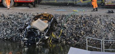 """Per autokatastrofą Švedijoje žuvo britų """"indie"""" grupės """"Viola Beach"""" nariai"""