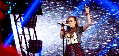 """Įvertinkite: Ugnė Smile pristato dvi savo kūrybos dainas, kurios varžosi """"Eurovizijos"""" atrankoje"""