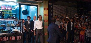 Kiaulienos sriubos užsukęs B.Obama pribloškė Vietnamo gatvės užkandinės savininkę