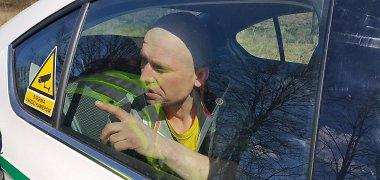 Klaipėdos rajone girtas kaip šliurė vairuotojas nulėkė nuo kelio