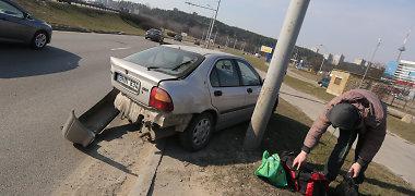 """Judriame Vilniaus prospekte susidūrė """"Rover"""" ir """"Volkswagen"""""""