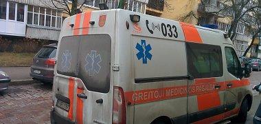 """Šiaulių rajone žuvo į krovininį automobilį įsirėžusio """"Nissan Primera"""" vairuotojas"""