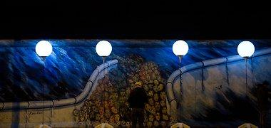 "Meno projektas ""Lichtgrenze 2014"": Berlyną nušvietė 8000 šviestuvų"