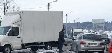 Kaune susidūrė du sunkvežimiai ir BMW