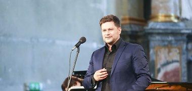 Į solinį koncertą Vilniuje Merūnas Vitulskis atskriejo tiesiai iš Prancūzijos