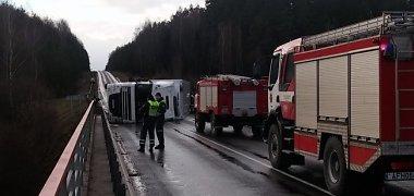 Po didžiulės avarijos atnaujintas eismas kelyje Vilnius–Varėna–Gardinas
