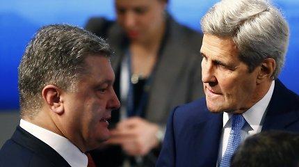 """Johno Kerry ultimatumas Rusijai: """"Arba Minsko susitarimai vykdomi, arba kentėsite dėl sankcijų"""""""