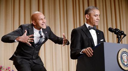 """Barackas Obama tradicinės korespondentų vakarienės metu prajuokino visą """"Hilton"""" viešbutį"""