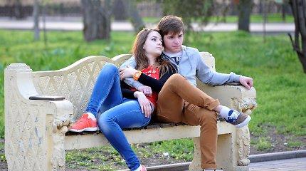 Rusijos jaunimo tikslai: vaikinai nori tarnauti armijoje, merginos – sėkmingai ištekėti