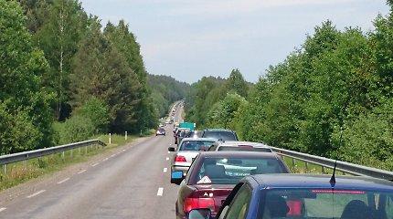 Dėl šventinės spūsties paralyžiuotas kelias Kaunas-Alytus